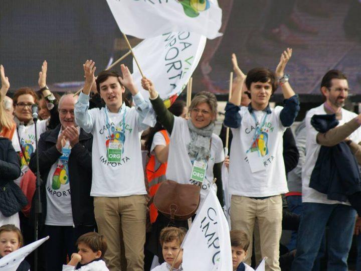 """Miles de jóvenes se manifiestan en Madrid porque """"Cada Vida Importa"""""""