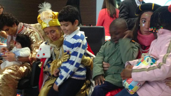 """+Vida entrega más de 650 juguetes de la campaña """"Ser papás es un regalo"""" a familias sin recursos"""
