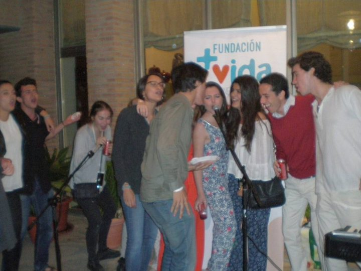 Más de 100 jóvenes disfrutan de la Fiesta Benéfica de +Vida
